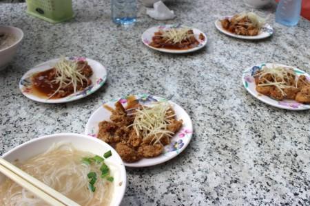 たまたま日本人女子グループと同じになったので、会話しながら食べる